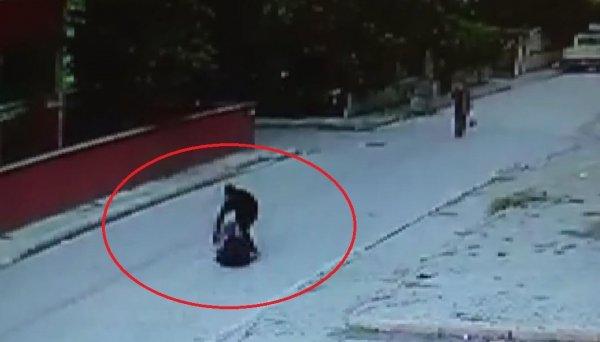 bicakla-yaralama-ani-saniye-saniye-kamerada-samsun-haber2.jpg