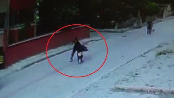bicakla-yaralama-ani-saniye-saniye-kamerada-samsun-haber3.jpg